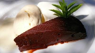 Chocolade Nemesis met vanille ijs en Jopen Leibier(Imperial Russian Stout)